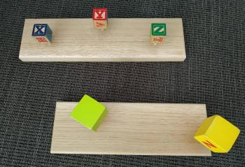 Patéres Chêne et cubes.